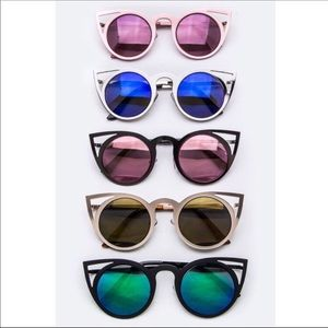 Accessories - Reflective cat eye sunnies